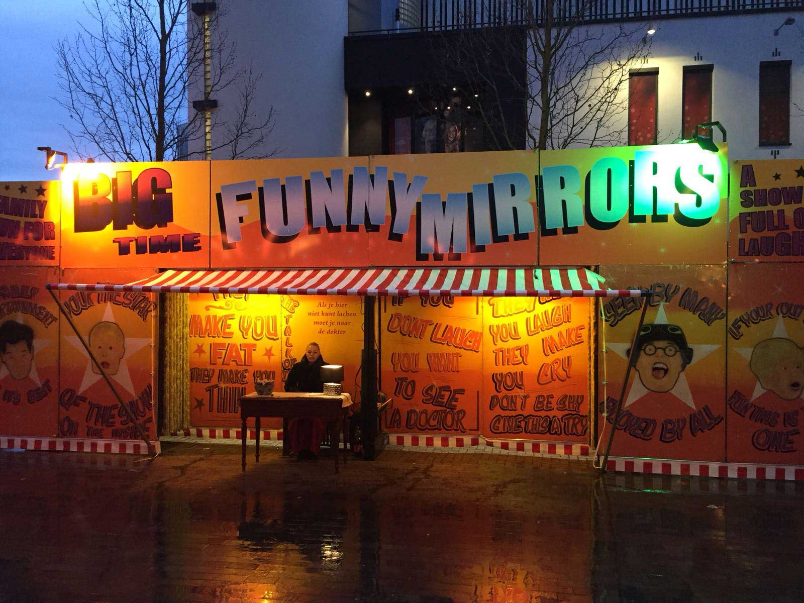 Funny mirrors is een lachspiegel attractie uit de jaren 50